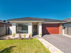 18 Beveridge Drive, Roxburgh Park, Vic 3064