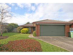 16 Waltham Drive, Mornington, Vic 3931