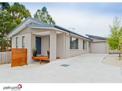 2 / 2 Lomandra Drive, Blackmans Bay, Tas 7052