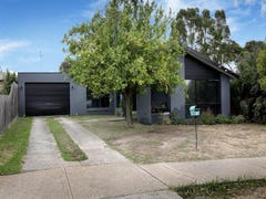 15 Snaefell Crescent, Gladstone Park, Vic 3043