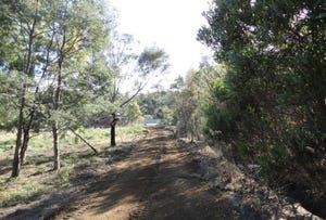 Arthurs Lake, address available on request