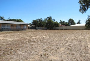 11 Fielder Place, Emerald, Qld 4720