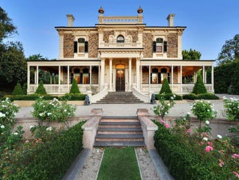 Stone victorian house exterior with balustrades & hedging - House Facade photo 525221