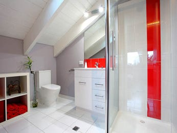 Ceramic in a bathroom design from an Australian home - Bathroom Photo 524149