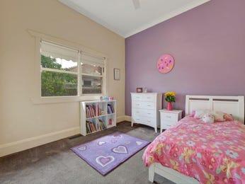 Children 39 s room bedroom ideas with feature wall in purple - Purple feature wall living room ideas ...