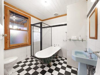 retro bathroom design with claw foot bath using glass bathroom photo 524885 - Retro Bathrooms