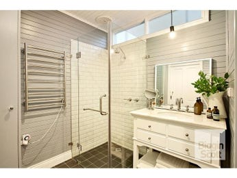 Frameless glass in a bathroom design from an Australian home - Bathroom Photo 524701