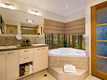 Modern bathroom design with bi-fold windows using tiles - Bathroom Photo 526349