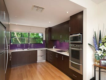 Modern u-shaped kitchen design using floorboards - Kitchen Photo 525617
