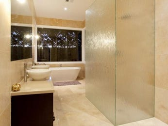 Modern bathroom design with freestanding bath using frameless glass - Bathroom Photo 524921