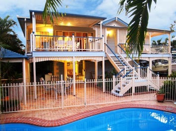 597 Charlton Esplanade, Urangan, Qld 4655