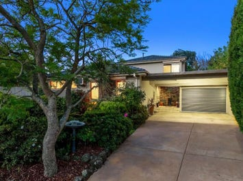 4 Cairn Grove, Glen Waverley, Vic 3150