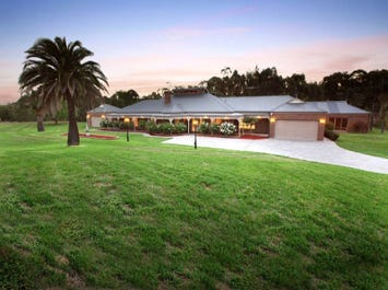 6 Dundee Court, Greenvale, Vic 3059