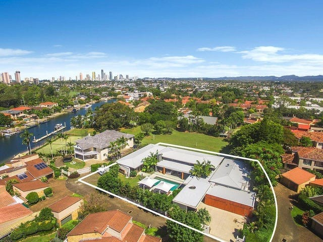 33 Vespa Crescent, Isle Of Capri, Qld 4217