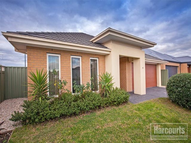 15 Golden Green Street, Pakenham, Vic 3810