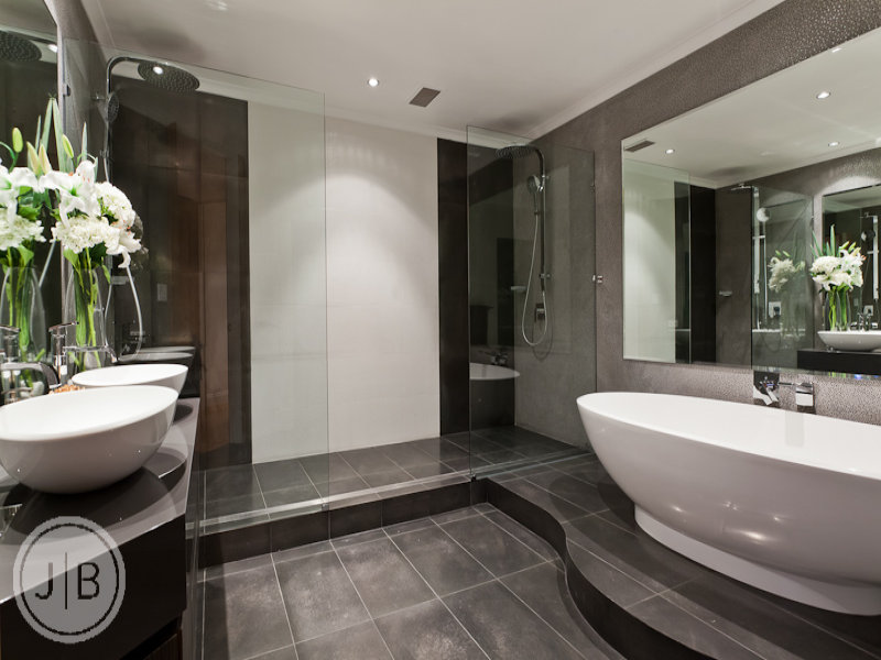 Modern bathroom design with freestanding bath using ceramic bathroom photo 526513 for Deco badkamer taupe