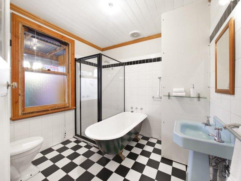 Bathroom Design With Claw Foot Bath Using Glass - Bathroom Photo