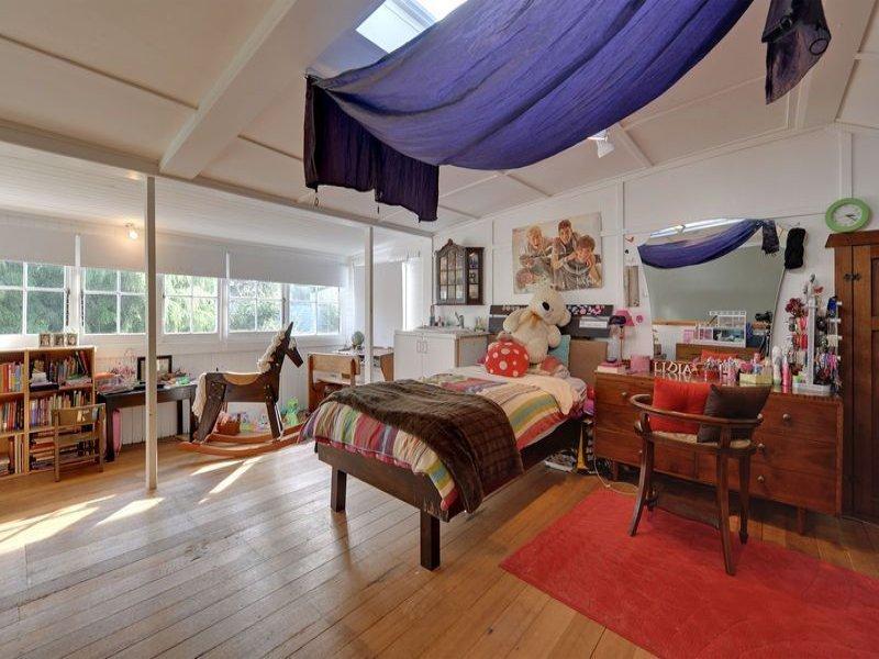 Children 39 s room bedroom design idea with floorboards for Eaves bedroom ideas