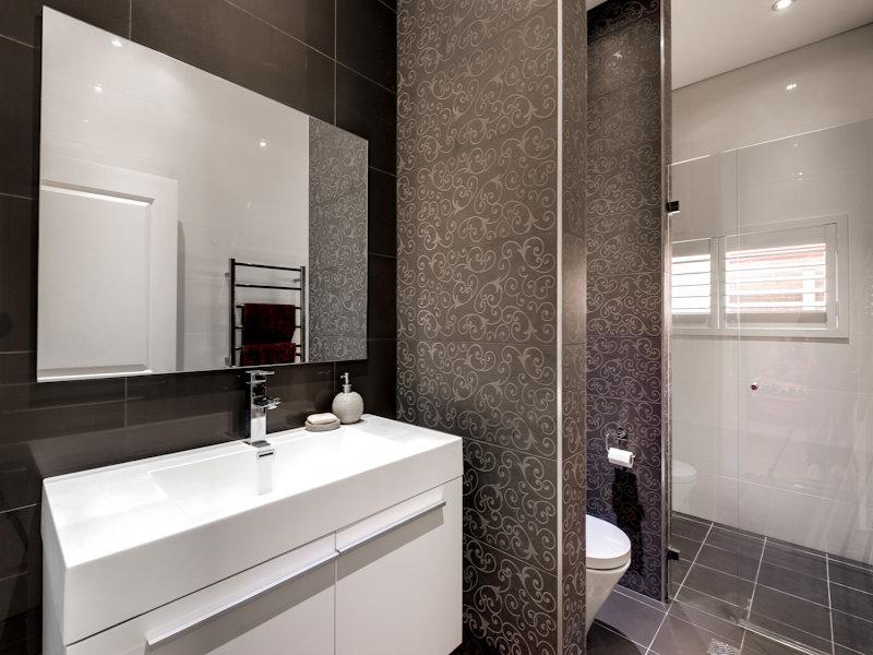 modern bathroom design with louvre windows using ceramic bathroom