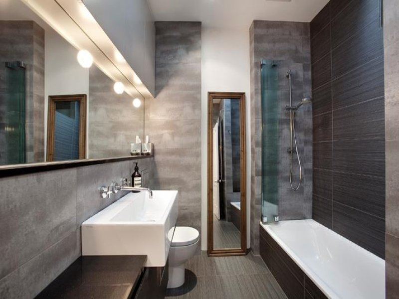 Modern Bathroom Design With Recessed Bath Using Ceramic