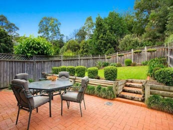 Cottage garden design using grass with outdoor dining & outdoor furniture setting - Gardens photo 135765