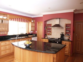 Wood panelling in a kitchen design from an Australian home - Kitchen Photo 1847969