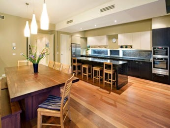 Modern open plan kitchen design using floorboards - Kitchen Photo 7012949