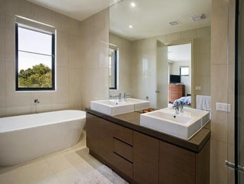 Modern bathroom design with freestanding bath using ceramic - Bathroom Photo 138218