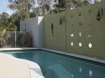 Modern pool design using wrought iron with retaining wall & sculpture - Pool photo 1419513