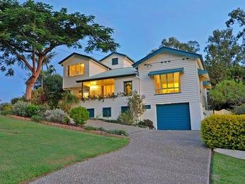 Indoor-outdoor outdoor living design with glass balustrade & rockery using grass - Outdoor Living Photo 464942