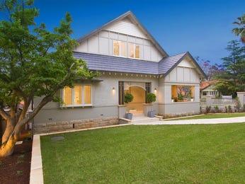 Concrete californian bungalow house exterior with bay windows & landscaped garden - House Facade photo 485625