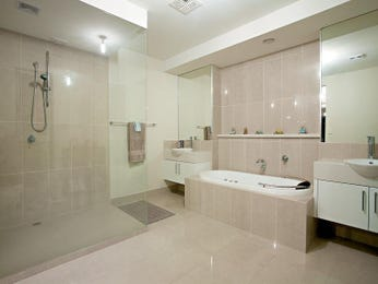 Modern bathroom design with spa bath using tiles - Bathroom Photo 420276