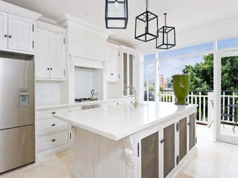 Classic island kitchen design using tiles - Kitchen Photo 516979