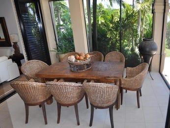 Indoor-outdoor outdoor living design with balcony & decorative lighting using bluestone - Outdoor Living Photo 398390