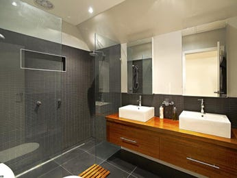 Modern bathroom design with twin basins using tiles - Bathroom Photo 1076973