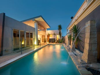 Photo of a geometric pool from a real Australian home - Pool photo 743374