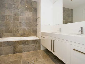Modern bathroom design with recessed bath using slate - Bathroom Photo 958822