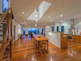 Modern open plan kitchen design using floorboards - Kitchen Photo 7594605
