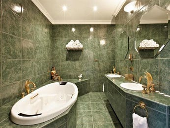 Classic bathroom design with spa bath using frameless glass - Bathroom Photo 145210