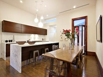 Modern island kitchen design using floorboards - Kitchen Photo 715763