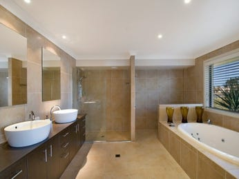 Modern bathroom design with spa bath using ceramic - Bathroom Photo 147048