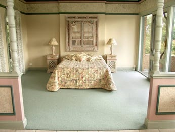 Classic bedroom design idea with carpet & balcony using cream colours - Bedroom photo 479338
