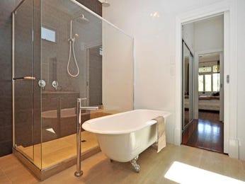 Modern bathroom design with corner bath using frameless glass - Bathroom Photo 7138645