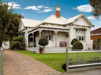 Timber edwardian house exterior with balcony & landscaped garden - House Facade photo 202707