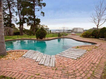 Freeform pool design using brick with pool fence & fountain - Pool photo 443396