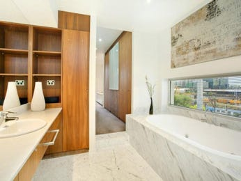 Modern bathroom design with bi-fold windows using glass - Bathroom Photo 203202