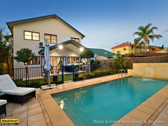 Endless pool design using tiles with pool fence & decorative lighting - Pool photo 433607