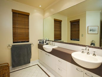 Classic bathroom design with sash windows using tiles - Bathroom Photo 414967