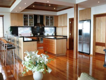Modern island kitchen design using floorboards - Kitchen Photo 204807