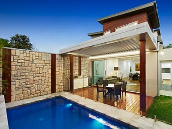 Modern pool design using stone with outdoor dining & rockery - Pool photo 7855289